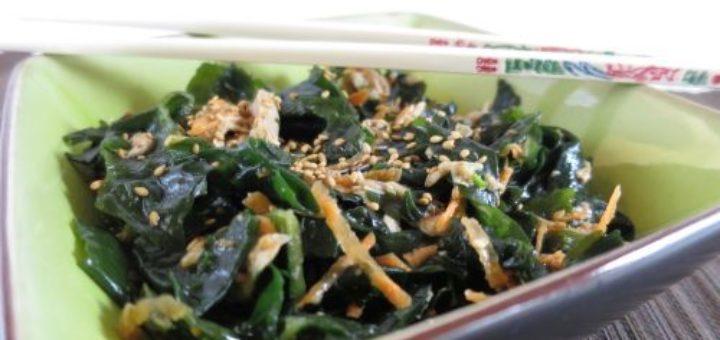 Salade japonaise aux algues ottogi et au poulet